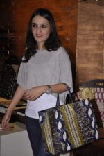 Anu Dewan at Renu Chaniani and Vineet Khosla_s Tempesta Luxury launch in Eastern Treasure, Bandra on 1st Oct 2013 (29).JPG