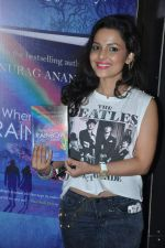 Chitrashi Rawat at novelist Anurag Anand_s book launch in Landmark, Mumbai on 1st Oct 2013 (24).JPG