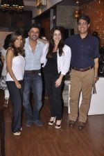 Neelam Kothari, Samir Soni at Renu Chaniani and Vineet Khosla_s Tempesta Luxury launch in Eastern Treasure, Bandra on 1st Oct 2013 (35).JPG