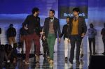 Abhay Deol, Siddharth Malhotra, Aditya Roy Kapur at Blackberry night in Mumbai on 4th Oct 2013 (178).JPG
