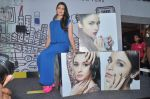 Alia Bhatt launches Maybelline_s new color range in Phoenix Mills, Mumbai on 5th Oct 2013 (55).JPG