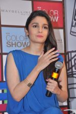 Alia Bhatt launches Maybelline_s new color range in Phoenix Mills, Mumbai on 5th Oct 2013 (56).JPG