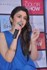 Alia Bhatt launches Maybelline_s new color range in Phoenix Mills, Mumbai on 5th Oct 2013 (58).JPG