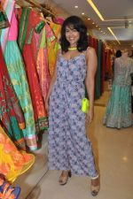 Sameera Reddy at Neeta Lulla_s Bridal collection in Mumbai on 5th Oct 2013 (175).JPG