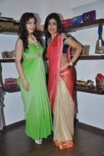 Anisa, Shibani Kashyap at Zanaya Couture store in Kemps Corner, Mumbai on 6th Oct 2013 (35).JPG