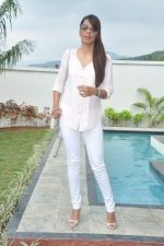 Mugdha Godse at a real estate project launch in Khapoli, Mumbai on 6th Oct 2013 (31).JPG