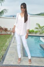 Mugdha Godse at a real estate project launch in Khapoli, Mumbai on 6th Oct 2013 (33).JPG