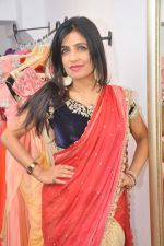 Shibani Kashyap at Zanaya Couture store in Kemps Corner, Mumbai on 6th Oct 2013 (6).JPG