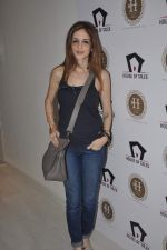 Suzanne Roshan visits House of Tales to launch her new collection in Kala Ghoda, Mumbai on 6th Oct 2013 (23).JPG