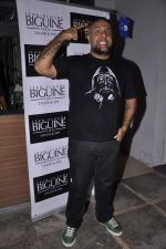Vishal Dadlani at Jeane Claude Biguine garage sale for charity in Bandra, Mumbai on 6th Oct 2013 (67).JPG