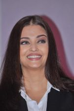 Aishwarya Rai Bachchan launches Life Cell in Mumbai on 7th Oct 2013 (39).JPG