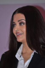 Aishwarya Rai Bachchan launches Life Cell in Mumbai on 7th Oct 2013 (40).JPG