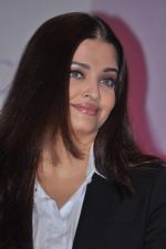 Aishwarya Rai Bachchan launches Life Cell in Mumbai on 7th Oct 2013 (42).JPG