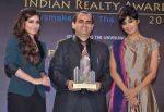 Chitrangada Singh, Soha Ali Khan launch India Realty Yearbook & Real Leaders at The premier Indian Realty Awards 2013 in New Delhi on 8th Oct 2013 (25).JPG