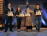 Chitrangada Singh, Soha Ali Khan, Vijender Singh launch India Realty Yearbook & Real Leaders at The premier Indian Realty Awards 2013 in New Delhi on 8th Oct 2013 (8).JPG