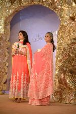 Jaya Bachchan at Abu Jani_s The Golden Peacock show for Sahachari Foundation in Mumbai on 7th Oct 2013 (189).JPG