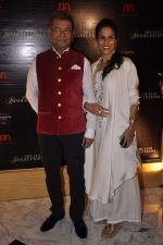 Shobha De at Abu Jani_s The Golden Peacock show for Sahachari Foundation in Mumbai on 7th Oct 2013 (49).JPG
