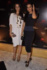 Sonali Bendre, Gayatri Joshi at Abu Jani_s The Golden Peacock show for Sahachari Foundation in Mumbai on 7th Oct 2013 (89).JPG