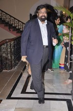 at Abu Jani_s The Golden Peacock show for Sahachari Foundation in Mumbai on 7th Oct 2013 (116).JPG