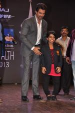 Hrithik Roshan at Dr Batra_s Positive awards in NCPA, Mumbai on 8th Oct 2013 (112).JPG