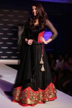 Aishwarya Rai Bachchan at the launch of new collection of Longines Watch in Delhi on 9th Oct 2013 (10).jpg