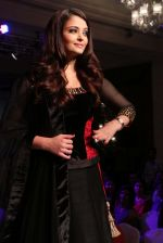 Aishwarya Rai Bachchan at the launch of new collection of Longines Watch in Delhi on 9th Oct 2013 (13).jpg