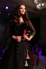 Aishwarya Rai Bachchan at the launch of new collection of Longines Watch in Delhi on 9th Oct 2013 (14).jpg