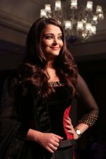 Aishwarya Rai Bachchan at the launch of new collection of Longines Watch in Delhi on 9th Oct 2013 (15).jpg