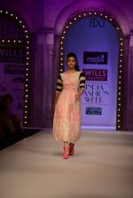 Alia Bhatt walk the ramp for Masaba Gupta_s show at the Day 1 on WIFW 2014 on 9th Oct 2013 (10).JPG
