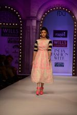 Alia Bhatt walk the ramp for Masaba Gupta_s show at the Day 1 on WIFW 2014 on 9th Oct 2013 (12).JPG