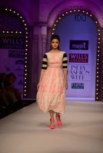 Alia Bhatt walk the ramp for Masaba Gupta_s show at the Day 1 on WIFW 2014 on 9th Oct 2013 (13).JPG