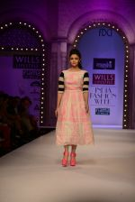 Alia Bhatt walk the ramp for Masaba Gupta_s show at the Day 1 on WIFW 2014 on 9th Oct 2013 (14).JPG