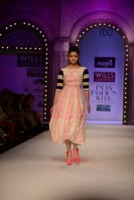 Alia Bhatt walk the ramp for Masaba Gupta_s show at the Day 1 on WIFW 2014 on 9th Oct 2013 (15).JPG