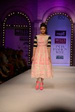 Alia Bhatt walk the ramp for Masaba Gupta_s show at the Day 1 on WIFW 2014 on 9th Oct 2013 (16).JPG