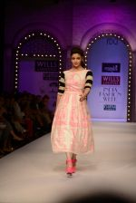 Alia Bhatt walk the ramp for Masaba Gupta_s show at the Day 1 on WIFW 2014 on 9th Oct 2013 (18).JPG