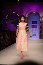 Alia Bhatt walk the ramp for Masaba Gupta_s show at the Day 1 on WIFW 2014 on 9th Oct 2013 (19).JPG