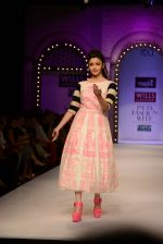 Alia Bhatt walk the ramp for Masaba Gupta_s show at the Day 1 on WIFW 2014 on 9th Oct 2013 (20).JPG