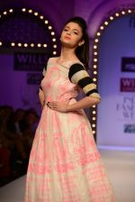 Alia Bhatt walk the ramp for Masaba Gupta_s show at the Day 1 on WIFW 2014 on 9th Oct 2013 (25).JPG