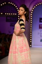 Alia Bhatt walk the ramp for Masaba Gupta_s show at the Day 1 on WIFW 2014 on 9th Oct 2013 (26).JPG
