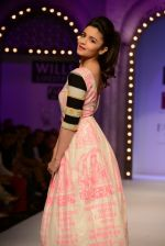 Alia Bhatt walk the ramp for Masaba Gupta_s show at the Day 1 on WIFW 2014 on 9th Oct 2013 (29).JPG