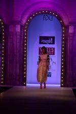 Alia Bhatt walk the ramp for Masaba Gupta_s show at the Day 1 on WIFW 2014 on 9th Oct 2013 (5).JPG