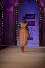 Alia Bhatt walk the ramp for Masaba Gupta_s show at the Day 1 on WIFW 2014 on 9th Oct 2013 (7).JPG