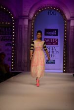 Alia Bhatt walk the ramp for Masaba Gupta_s show at the Day 1 on WIFW 2014 on 9th Oct 2013 (9).JPG