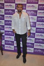 Chetan Hansraj at Naturals Spa Launch in Bandra, Mumbai on 9th Oct 2013 (81).JPG