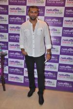 Chetan Hansraj at Naturals Spa Launch in Bandra, Mumbai on 9th Oct 2013 (78).JPG