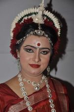 Dona Ganguly_dance performance at Durga pooja in Mumbai on 10th Oct 2013 (13)_52578d25d62c4.JPG