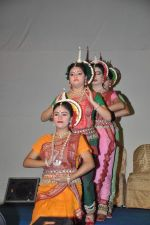 Dona Ganguly_dance performance at Durga pooja in Mumbai on 10th Oct 2013 (26)_52578c5775df9.JPG