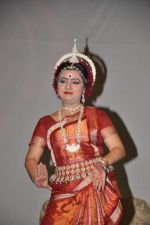 Dona Ganguly_dance performance at Durga pooja in Mumbai on 10th Oct 2013 (29)_52578c60410e9.JPG