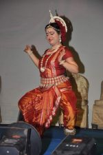 Dona Ganguly_dance performance at Durga pooja in Mumbai on 10th Oct 2013 (32)_52578c6db1d70.JPG