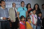 Salman Khan meets special kids at holy family hospital in Mumbai on 11th Oct 2013 (10)_525a16a54dbf6.JPG